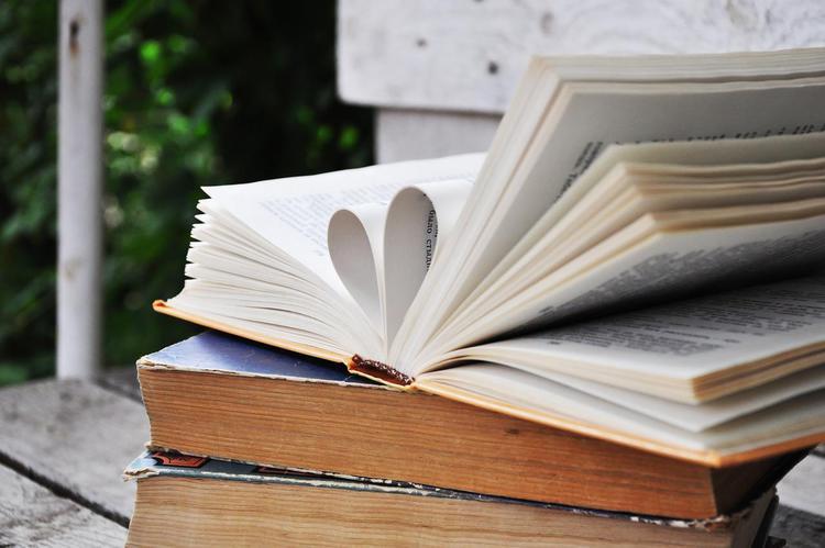 book-2415965_1280.jpg